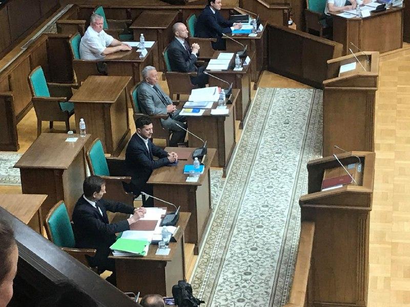 «Я оставляю …»: Зеленский выступил с мощным заявлением на заседании КСУ. Доверие людей — 4%