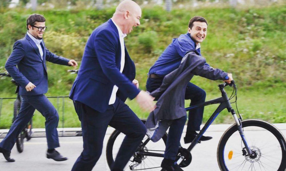 «Неправильно думать, что народ глуп»: У Зеленского пояснили, что сейчас в стране неподходящее время для президента «на велосипеде»