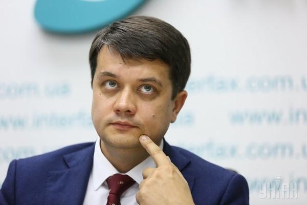 Языковой скандал: глава «Слуги народа» Разумков отказался говорить на украинском в эфире