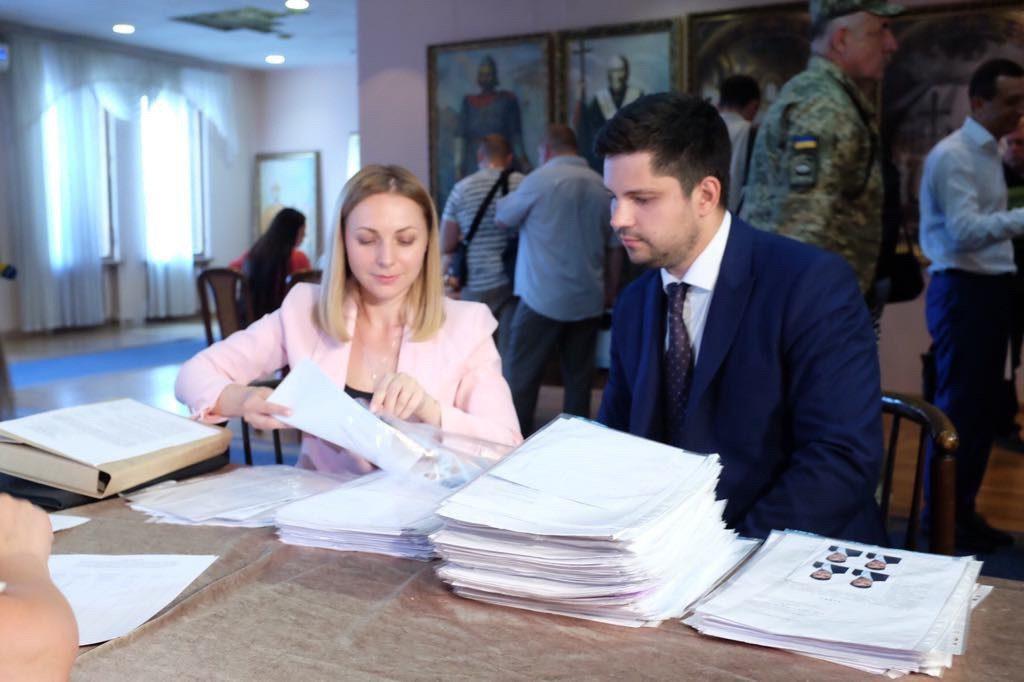 Партия «Слуга народа»: «прямо сейчас подаем документы кандидатов от партии в многомандатном округе»