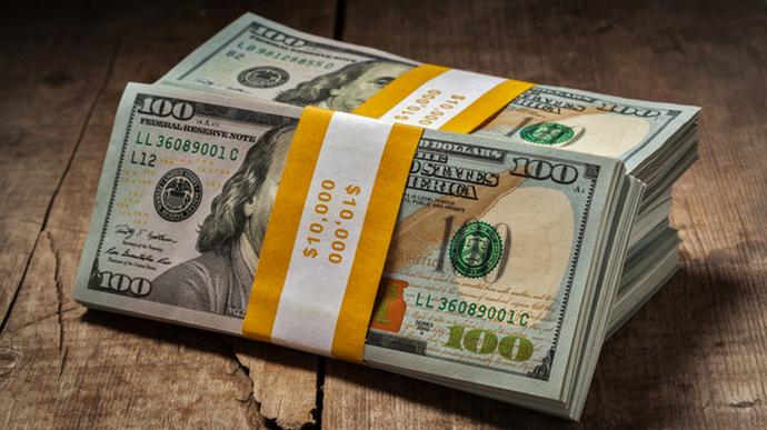 Курс валют на первые летние выходные: гривна феноменально преодолела доллар