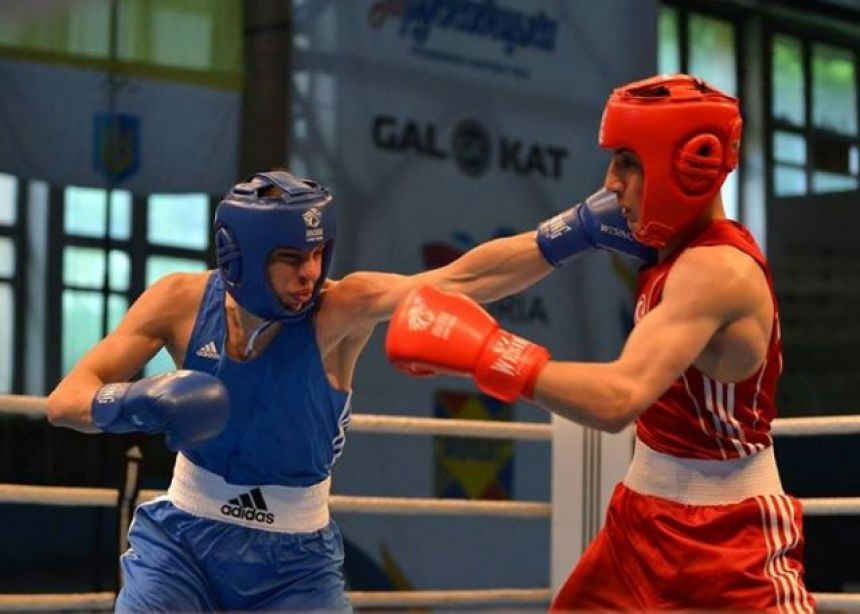 Впереди — Россия и Болгария: Украинские спортсмены завоевали 2 золотые награды по боксу