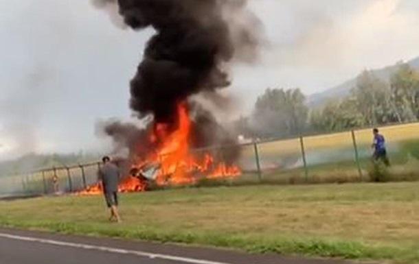 После крушения начался пожар: Разбился пассажирский самолет, никто не выжил