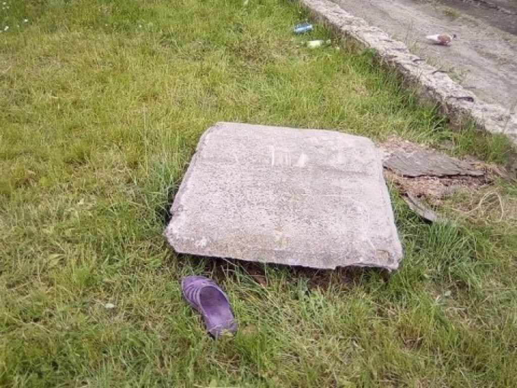 На Волыни женщина упала в канализационный люк: тело пролежало там две недели
