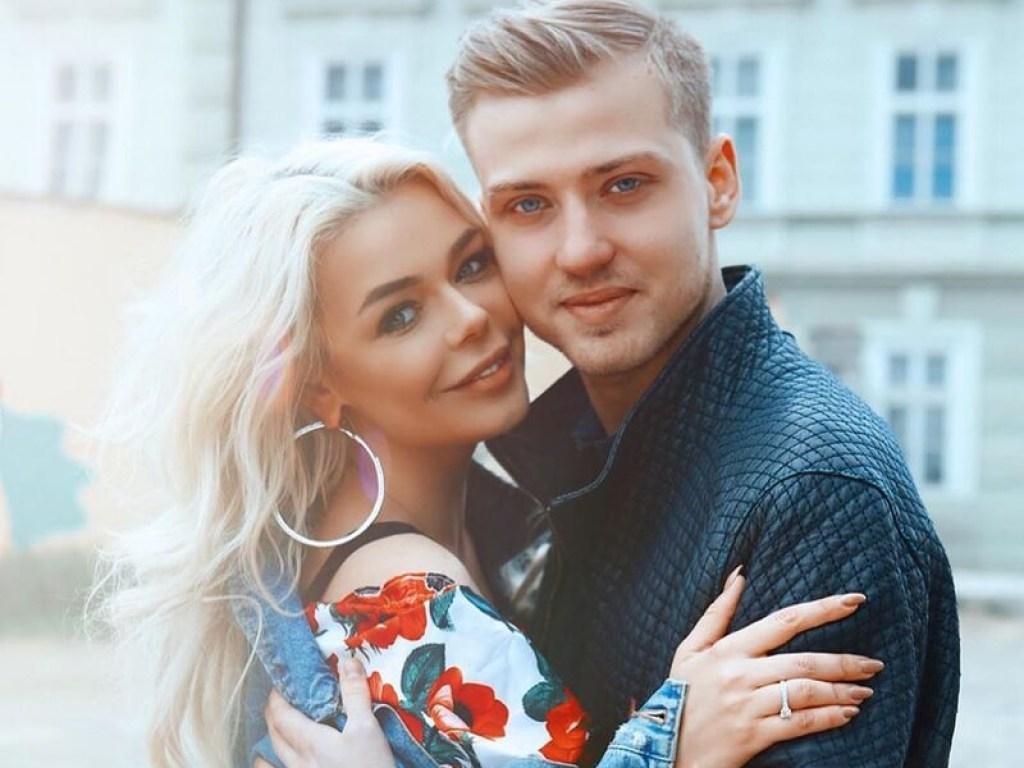 «Среди гостей эпатажные украинские звезды, а платье ….» В Сети показали первые фото с королевской свадьбы Гросу в Италии