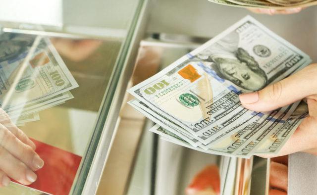 Еще ниже и ниже: доллар радует ценой, как и евро