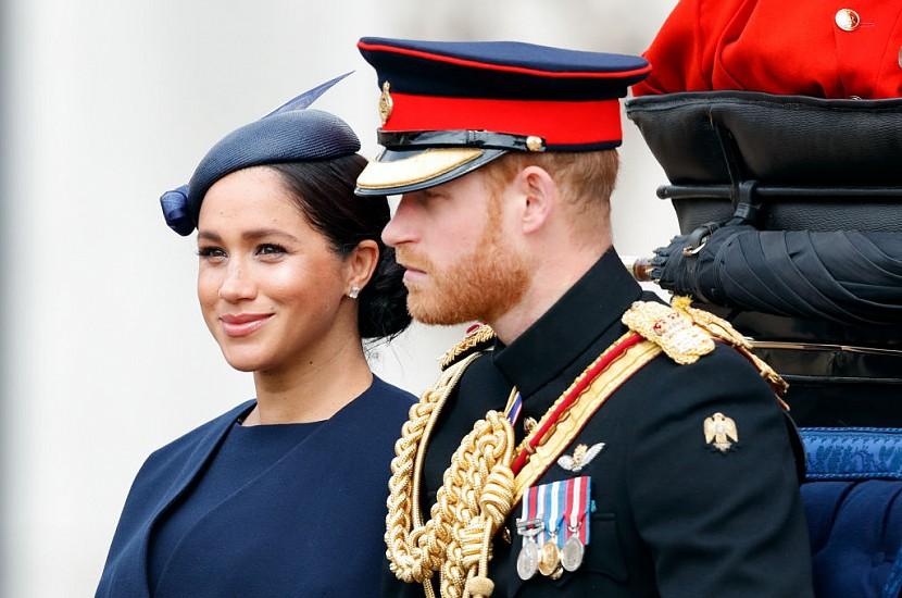 У всех на глазах: принц Гарри сделал резкие замечания Меган на балконе дворца. Герцогиня чуть не плакала!
