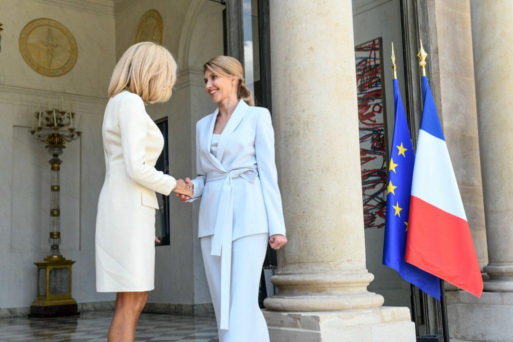 «После Франции покорила Германию» В Сети обсуждают стильный образ Елены Зеленской в Берлине. Есть на кого равняться