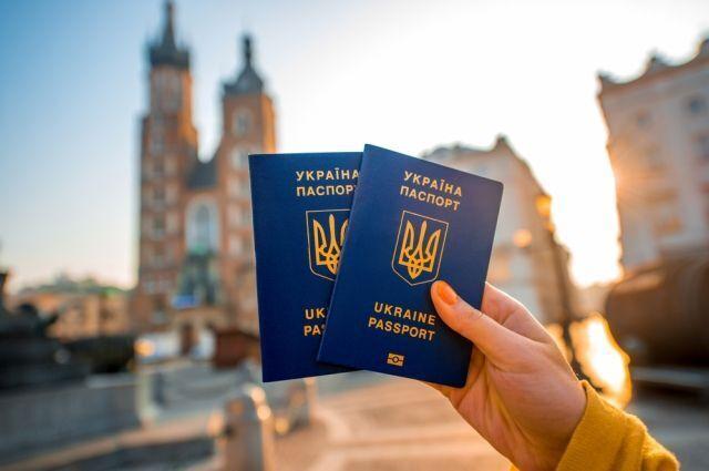 «Рейтинг тоже резко упал»: Украина потеряла безвиз с двумя странами