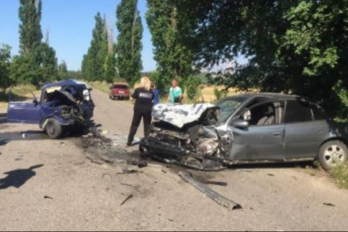 Жуткая смертельная авария: 10-летний мальчик за рулем вызвал страшную аварию и погиб. Его отец был пассажиром