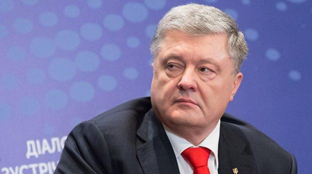 «Фамилия экс-президента фигурирует в нескольких уголовных производствах»: Порошенко со второй попытки пришел на допрос