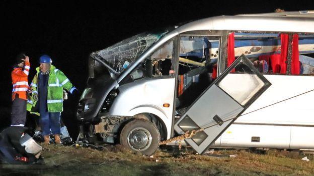 Более десятка украинцев ранены! Автобус в Польше перевернулся на крышу в кювете