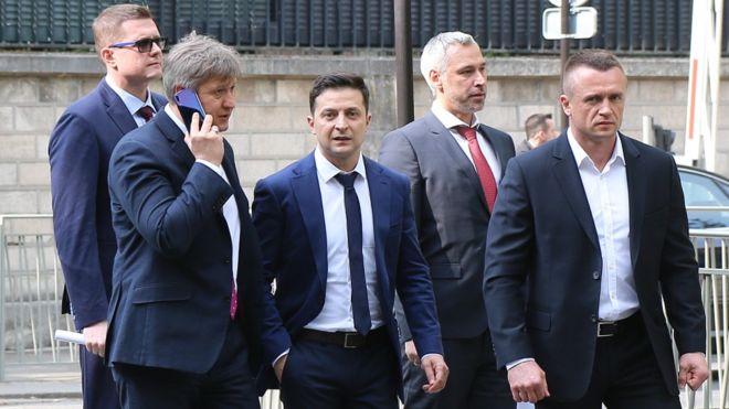 «Белые папочки»: На встречу Зеленского с депутатами прибыло СБУ. Перед законом все равны!