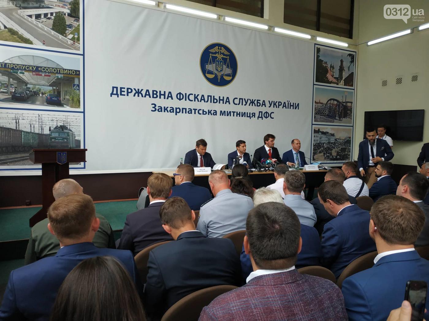 Слишком официально! Зеленский представил нового руководителя Закарпатья и уже успел отчитать его