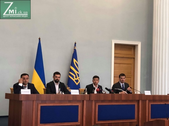 «Я на должности всего 60 дней, а вы 4 года»: Зеленский устроил «жесткий разнос» чиновникам в Черкассах
