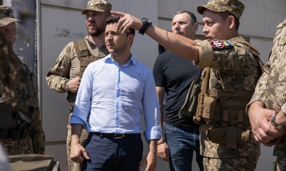 Вместо военного парада — парад коррупционеров! Журналист дал жесткий совет Зеленскому