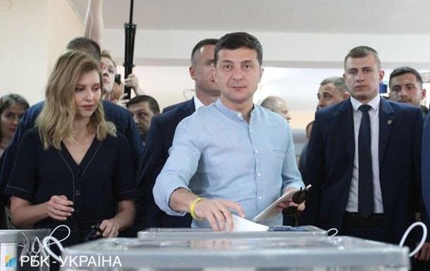 Ожидает честного и справедливого результата: Зеленский проголосовал на внеочередных выборах в ВР