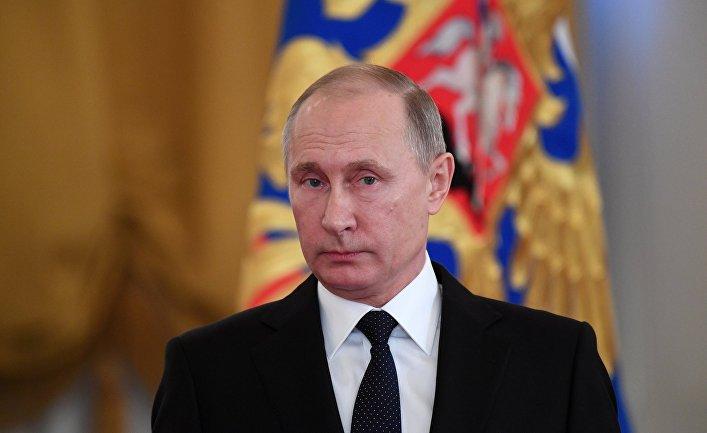 «Лучше бы лег»: Украинский спортсмен заставил Путина встать во время звучания гимна Украины