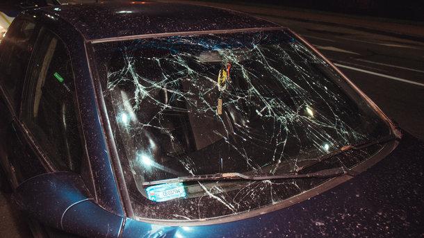 Пробил стекло головой в Киеве водитель такси Uber сбил протекающего пешехода. страшные подробности