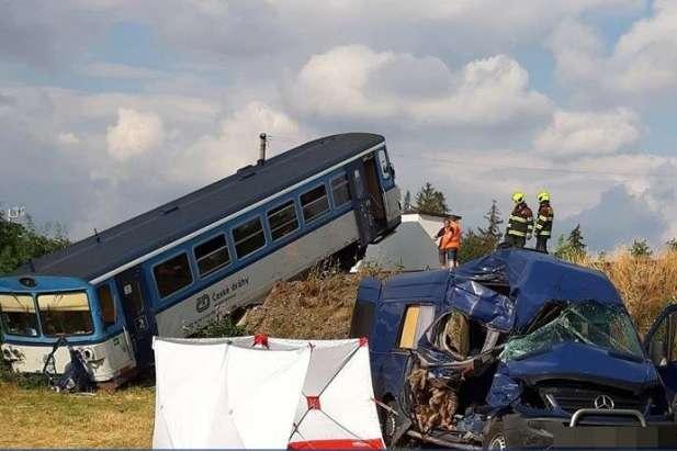 «В погоне за лучшей жизнью»: Автобус с украинскими работниками попал в смертельное ДТП в Чехии