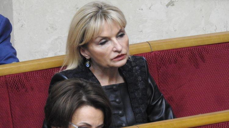«Стоимость — пятилетняя пенсия украинца» Ирина Луценко взбесила своим очередным выходом в свет. Накидка за 128 000
