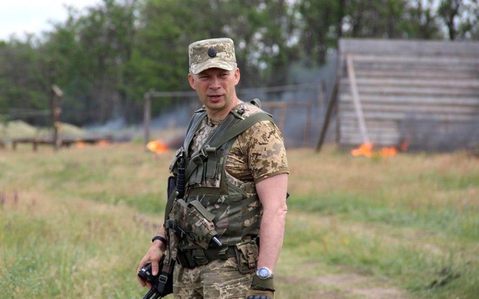 Командующий ООС Сирский выступил с разгромным заявлением. «Промывание мозгов»