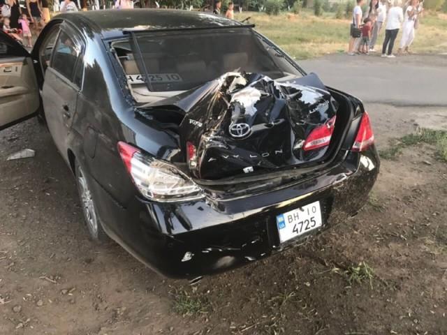 Убегал от погони, разбил 3 машины и свалился в кювет: в Одессе произошло масштабное ДТП