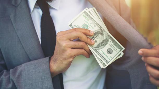 Доллар по 30 и больше: В МВФ сделали ошеломляющий прогноз по украинской валюте