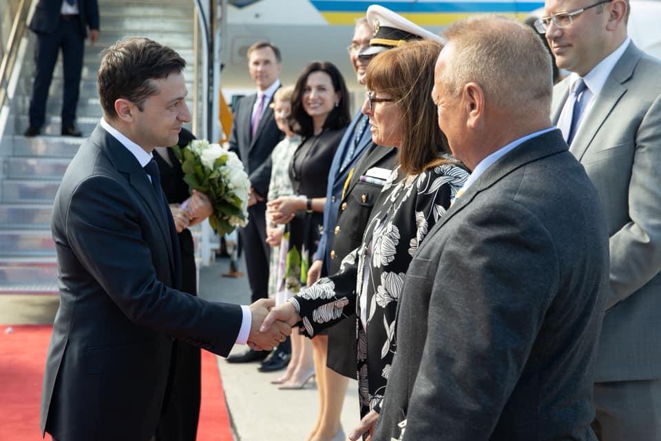 «Встретили с почестями, как настоящего лидера государства»: Зеленский прибыл в Канаду. Первая леди поражает стилем