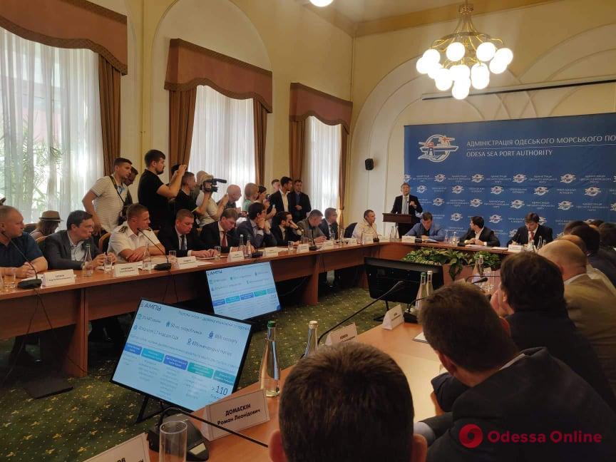 И так будет с каждым! Зеленский в Одессе жестко отчитал чиновников. Немедленно заявление об увольнении