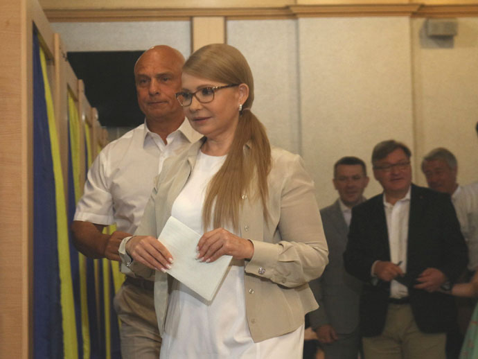 «Это бюллетень за жизнь Украины»: Тимошенко проголосовала на досрочных выборах в Раду