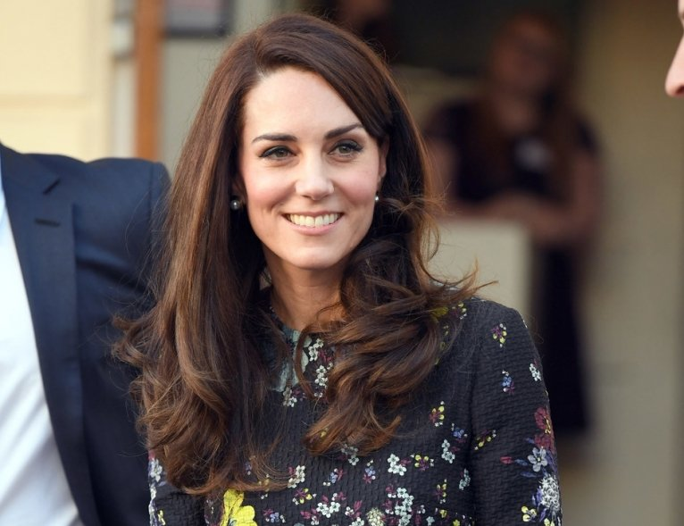 «Это просто немыслимо для королевской семьи»: Кейт Миддлтон стала жертвой пластического хирурга
