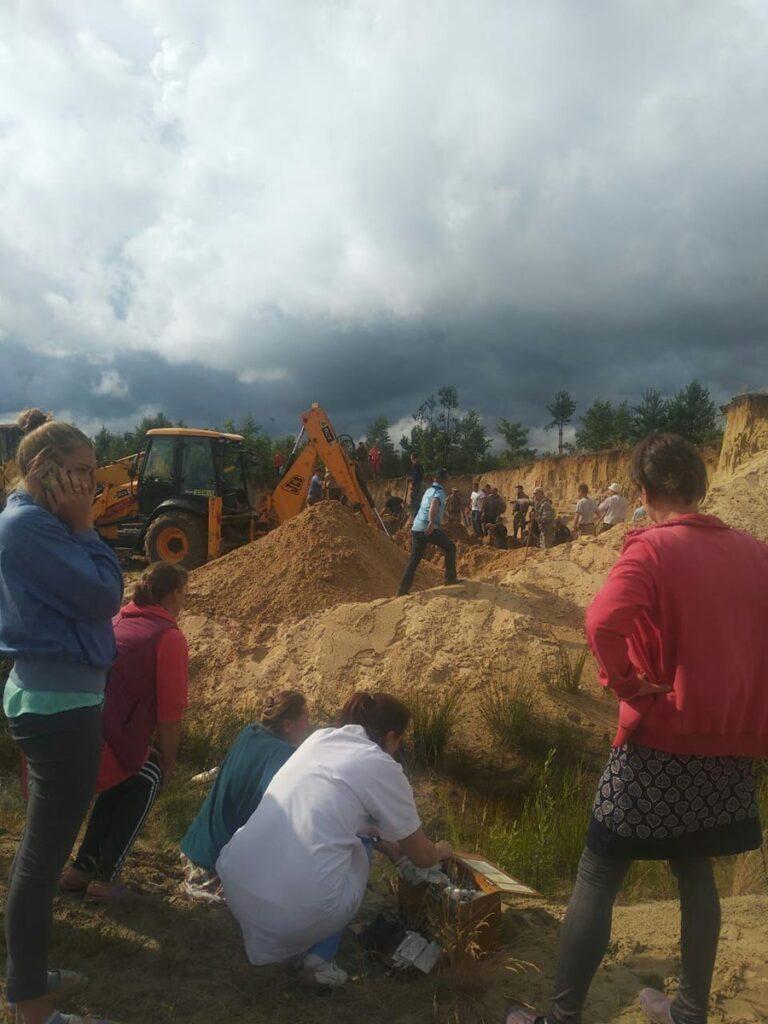 ЧП в Ровенской области: двух детей на карьере засыпало песком, одного — до сих пор не нашли