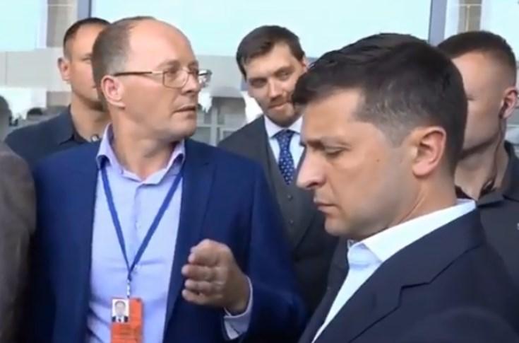 Так напиши заявление! Зеленский устроил мощную перепалку с чиновником в Николаеве. Так будет с каждым