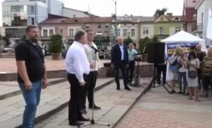 Публично пригрозил: Разъяренный Порошенко набросился на украинцев. Бить по морде!