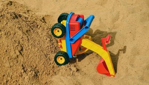 Ребенок просто играл в песке! Обнаружили тело 7-летнего мальчика в песочнице