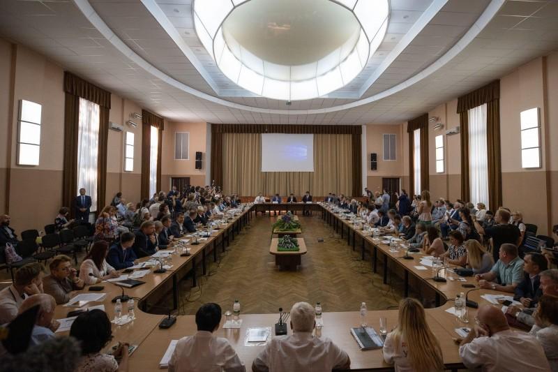 Будут последствия! Зеленского возмутил министр, который пропустил важное совещание. У него выборы в голове, а не люди