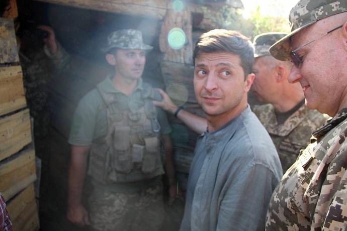 «Находим деньги и …»: Зеленский поразил первым заявлением после посещения вместе с Туском Станицы Луганской