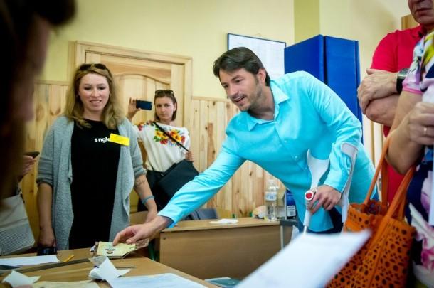 «Сядет в кресло спикера Рады»: Притула на избирательном участке ошеломил неожиданным заявлением