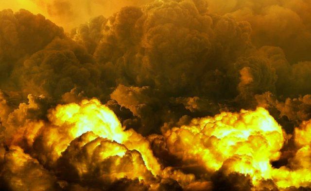 Все в огне, люди кричат: Мощный взрыв под зданием Министерства обороны унес десятки жизней
