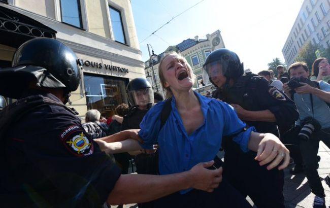 Лежащих очень даже бьют: В Москве задержали более тысячи митингующих. Не захотели молчать!