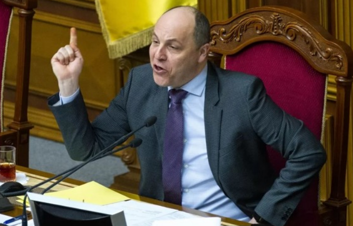 «Думайте головой!» Андрей Парубий не смог проголосовать. Что случилось?