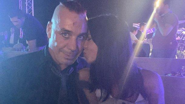 «Смотрите, Лобода уже родила, вы следующая»: Бывшую жену Потапа поймали в объятиях солиста Rammstein