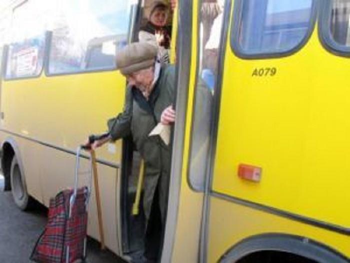 Во Львове водитель маршрутки сломал руку пассажирке-пенсионерке: подробности инцидента