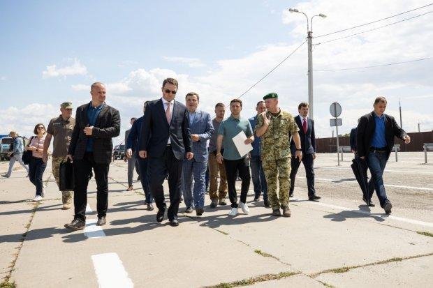 Порошенко за 5 лет не хватило времени! Поступок Зеленского поразил Украину