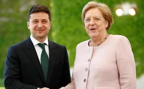 Обсудили самое больное: Зеленский провел экстренный телефонный разговор с Меркель