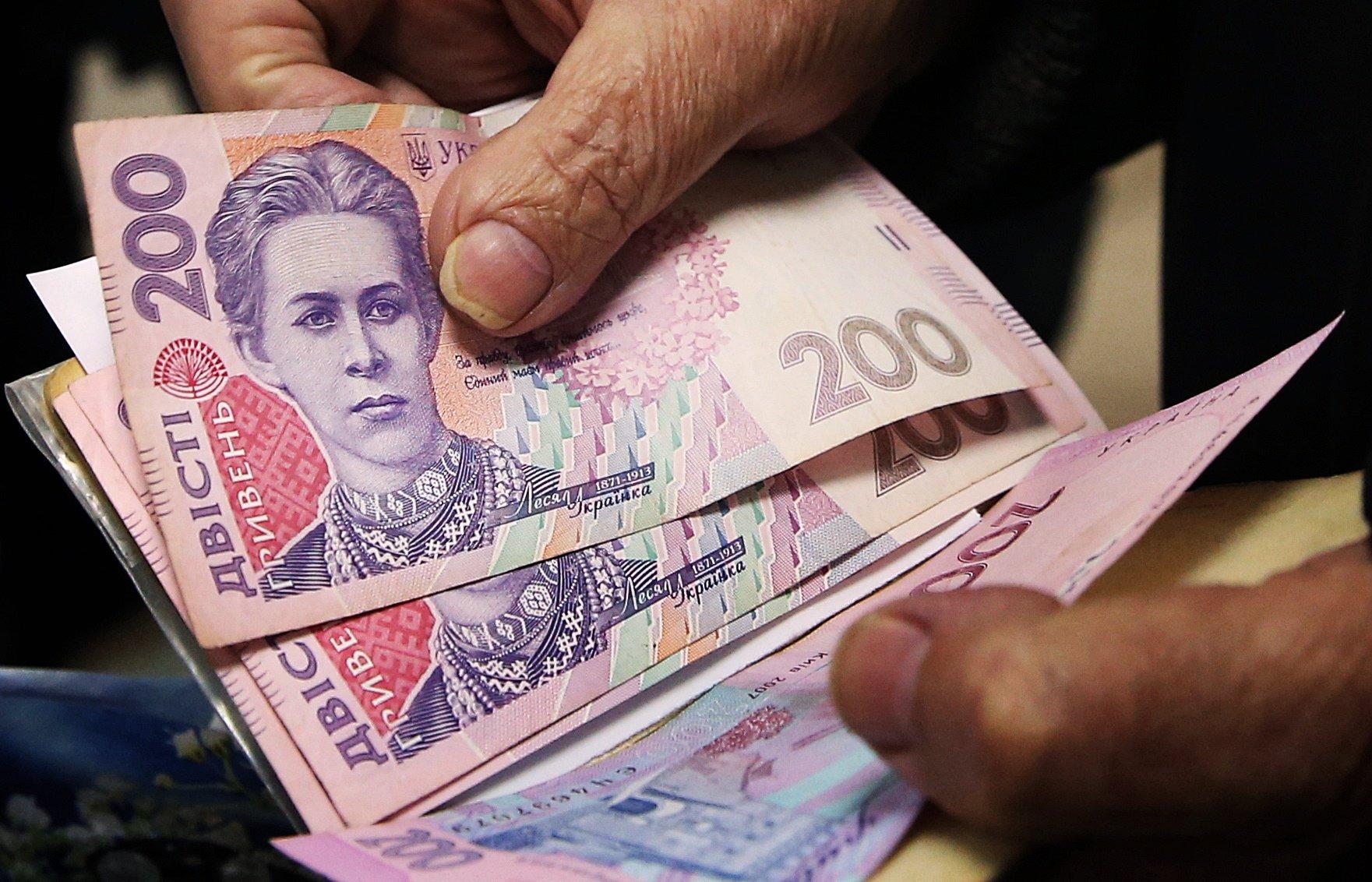 Украинцам снова поднимут пенсии. Кому повезет и когда