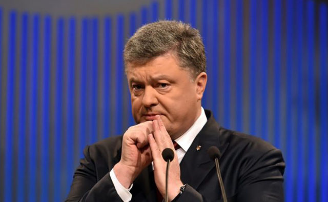 Порошенко нашел способ залезть в карманы украинцев, гремит скандал. Вместе с компанией!