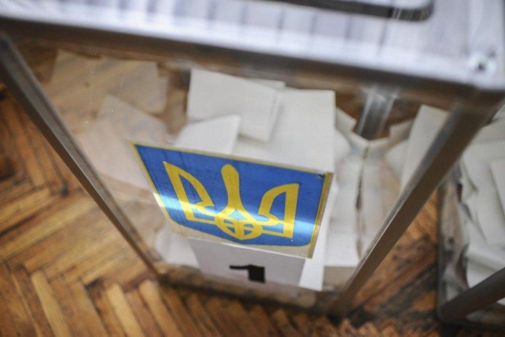 «Пересчет голосов и исчезновения печати»: На одном из избирательных округов разгорелся скандал