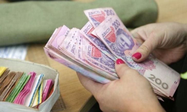 Повышение до 70% уже с 1 января: В Украине вырастут зарплаты. Кому повезет